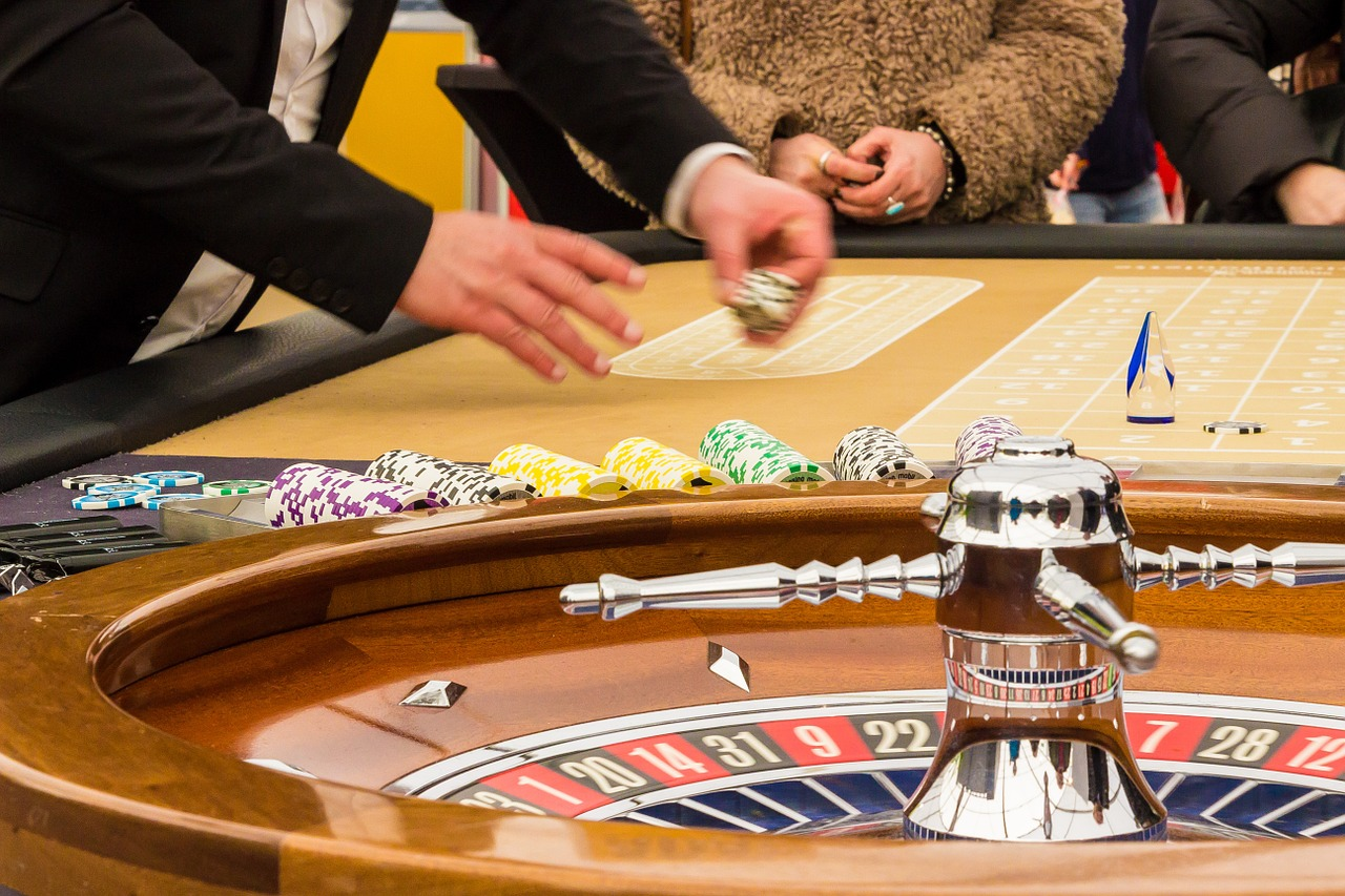 What is Online Roulette and How is It Different from Live Roulette?